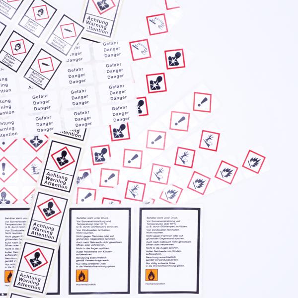 Verschiedene Symbole und Hinweise von Gefahrgutetiketten von Schlegel Etiketten