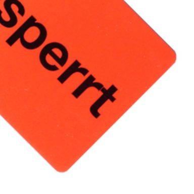 Orangenes Gesperrt-Etikett als QS-Etikett zur Qualitätssicherung